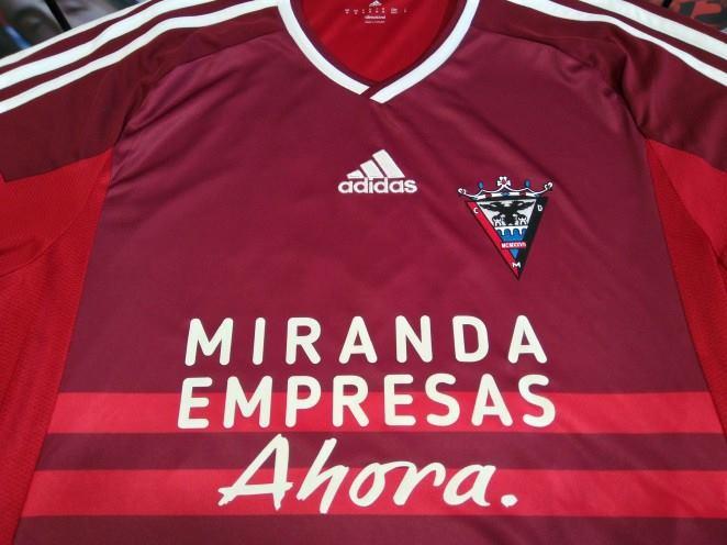 Miranda Empresas Ahora en la camiseta del CD Mirandés